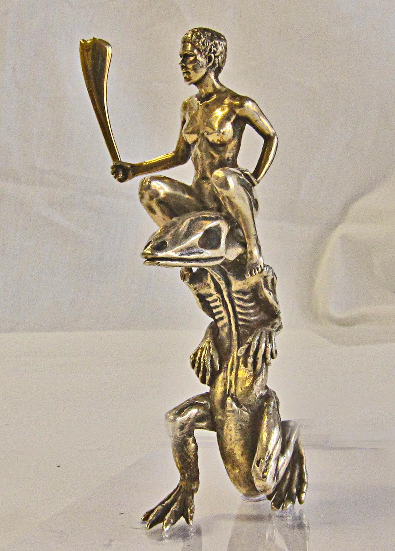 Dealer sculpture